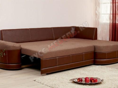 Диван раскладывается одним движением, сиденье дивана на шагающем механизме, поэтому напольное покрытие не препятствует раскладке: