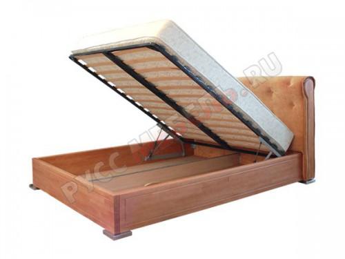 У кровати большой ящик для белья: